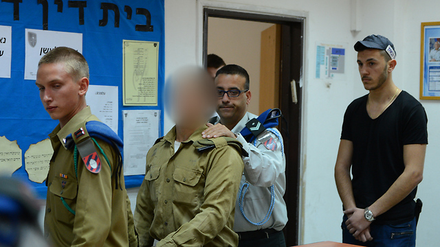 החייל בדיון בהארכת מעצרו, היום (צילום: צילום: אבי רוקח) (צילום: צילום: אבי רוקח)