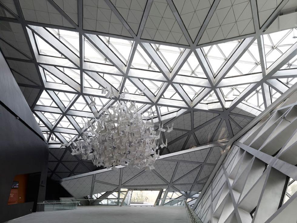 בית האופרה בגואנגז'ו, סין, הוא אחד מיצירותיה הבולטות של האדריכלית (צילום: Christian Richters)