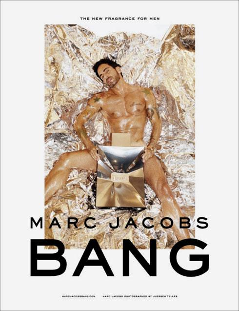 חטוב ועירום. מארק ג'ייקובס בקמפיין לבושם BANG לגברים, 2010