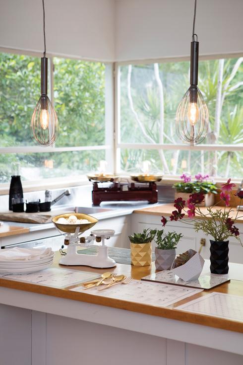 מקצפי יד ישנים הפכו לאהילים תלויים במטבח  (צילום: עדי גלעד, הפקה וסגנון: קרן ברק)
