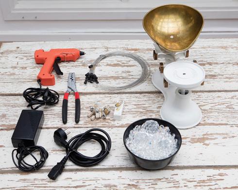 החומרים להכנת גוף תאורה ממשקל עתיק (צילום: עדי גלעד, הפקה וסגנון: קרן ברק)