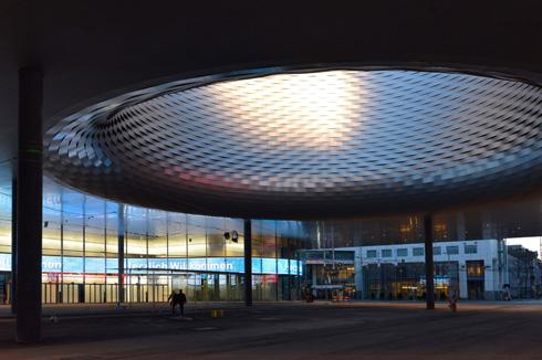 מרכז התערוכות בבזל שתכננו הרצוג ודה מרון, בני העיר. צוהר לשמיים גם כאן (צילום: Courtesy of Herzog and de Meuron)