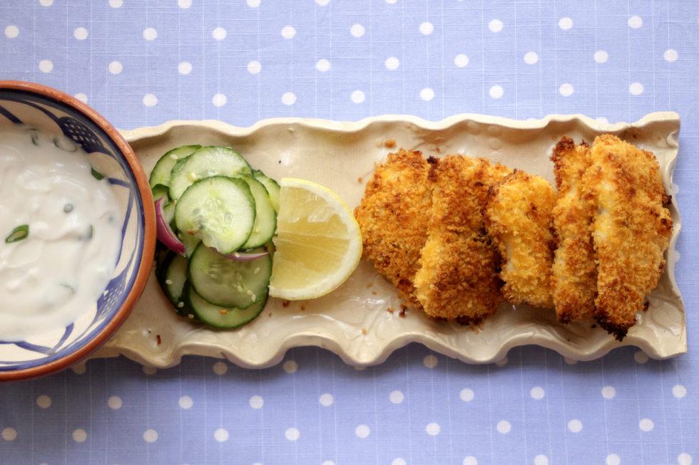 שניצל דג בתנור עם ציפוי פריך של פירורי פנקו (צילום: מיכל שמיר)