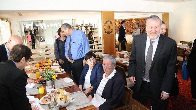גם סביב השולחן, נשיאת העליון מרים נאור (צילום: מוטי קמחי) (צילום: מוטי קמחי)