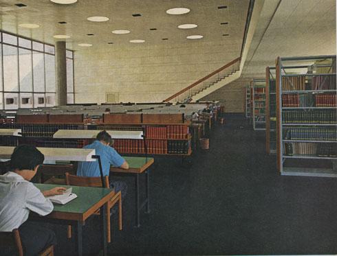 הספרייה הקיימת לא מקיימת תחושה של קהילה, אומר הרצוג (צילום: ארכיון אדריכלות ישראל)