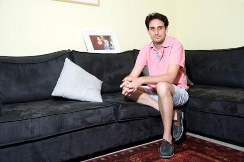 """""""בילדותי הסתכלתי על האנשים האלה מהטלוויזיה, שהם לא מרוקאים כמוני, וראיתי אותם כאידיאל, כמשהו נשגב"""". הקליקו על התמונה (צילום: ענבל מרמרי)"""