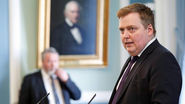 הלך הביתה. ראש ממשלת איסלנד גונלאוגוסון (צילום: AP)