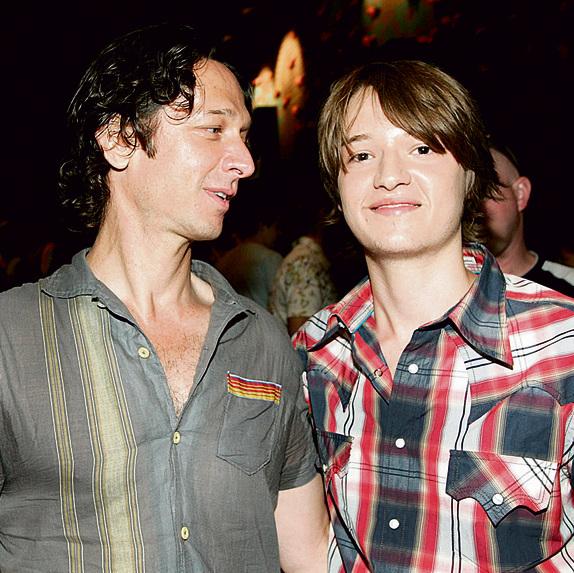 דניאל דמידוב (מימין) עם אביו לפני 10 שנים | צילום: רפי דלויה