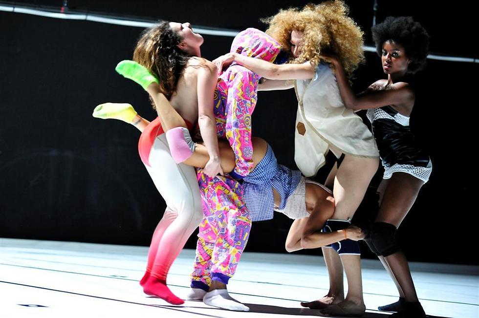 """""""טוורק"""". ריקוד המועדונים מקבל לגיטימציה (צילום: Emile Zeizig)"""