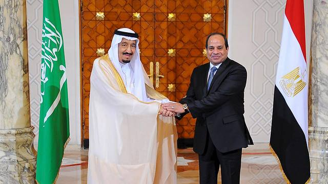 מהלך חסר תקדים. נשיא מצרים א-סיסי וסלמאן מלך סעודיה (צילום: רויטרס)