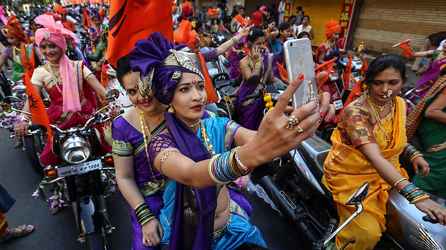 A new-years parade in the streets of Mumbai, the home of Bollywood. (Photo: EPA)
