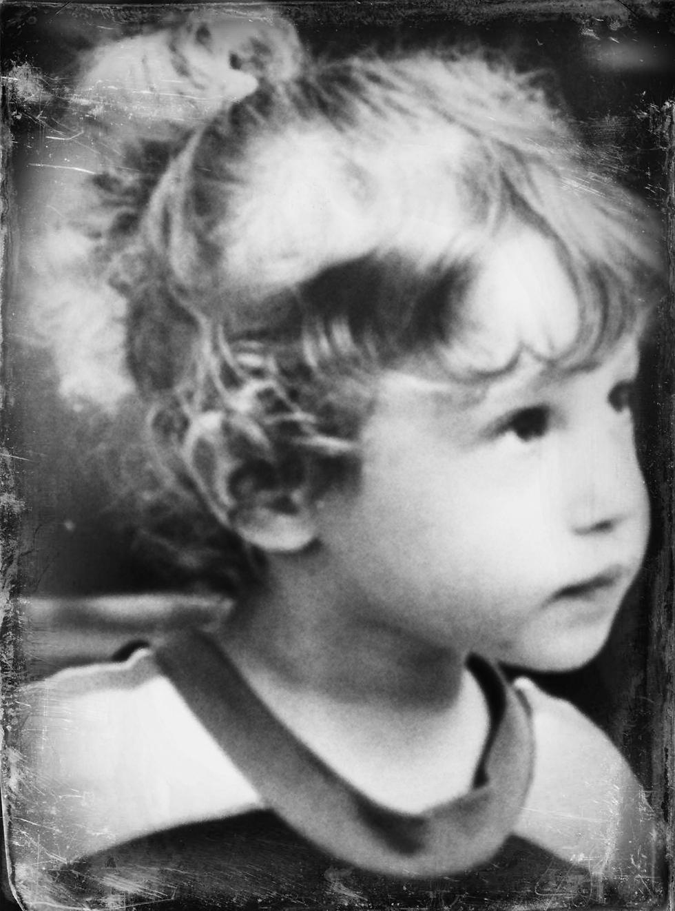 התנהלה בעולם ללא בעיות. שרון בגיל שבע (צילום: אוסף פרטי)