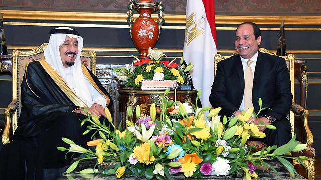 Saudi King Salman and Egyptian President Al-Sisi. (Photo: EPA) (API)