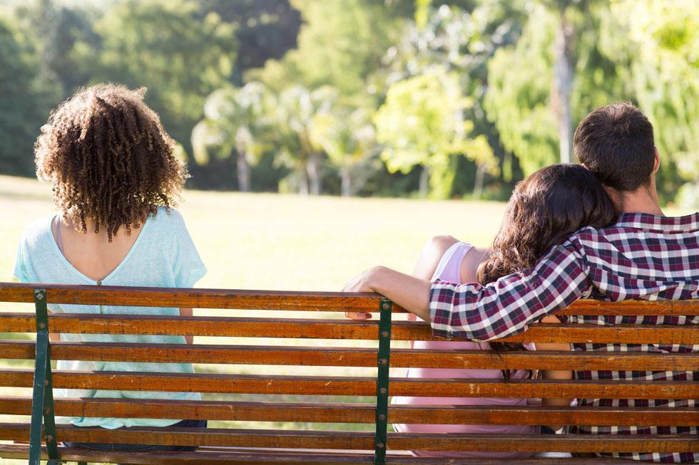 """""""צריך אומץ כדי להיות פגיע, אבל אלה שמסוגלים לכך נהנים ממערכת יחסים באיכות אחרת לגמרי"""" (צילום: shutterstock)"""