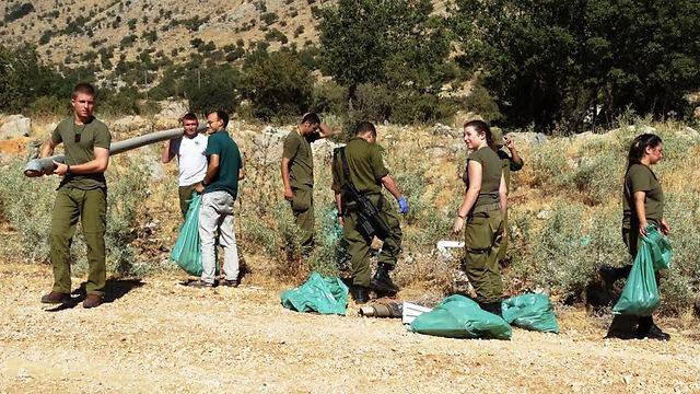 חיילים מנקים באזור החרמון      (צילום: דב גרינבלט) (צילום: דב גרינבלט)