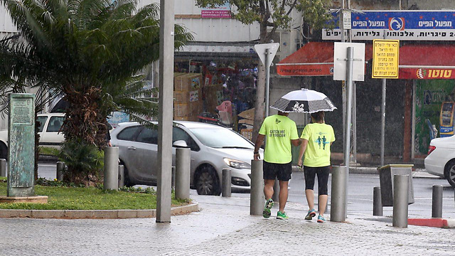 Rain in Tel Aviv (Photo: Motti Kimchi)
