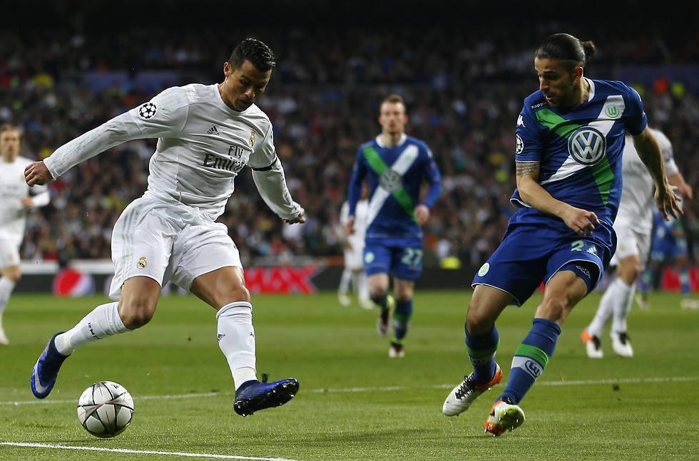 רונאלדו מול ריקרדו רודריגס (צילום: AP) (צילום: AP)