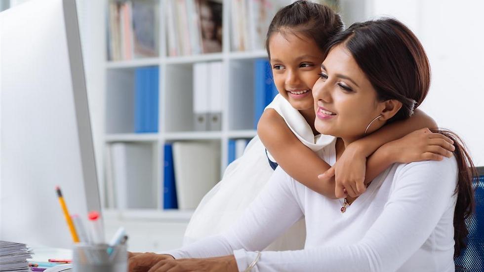 שילוב עבודה ומשפחה הוא אתגר גם עבור הנשים של 2018 (צילום: shutterstock) (צילום: shutterstock)
