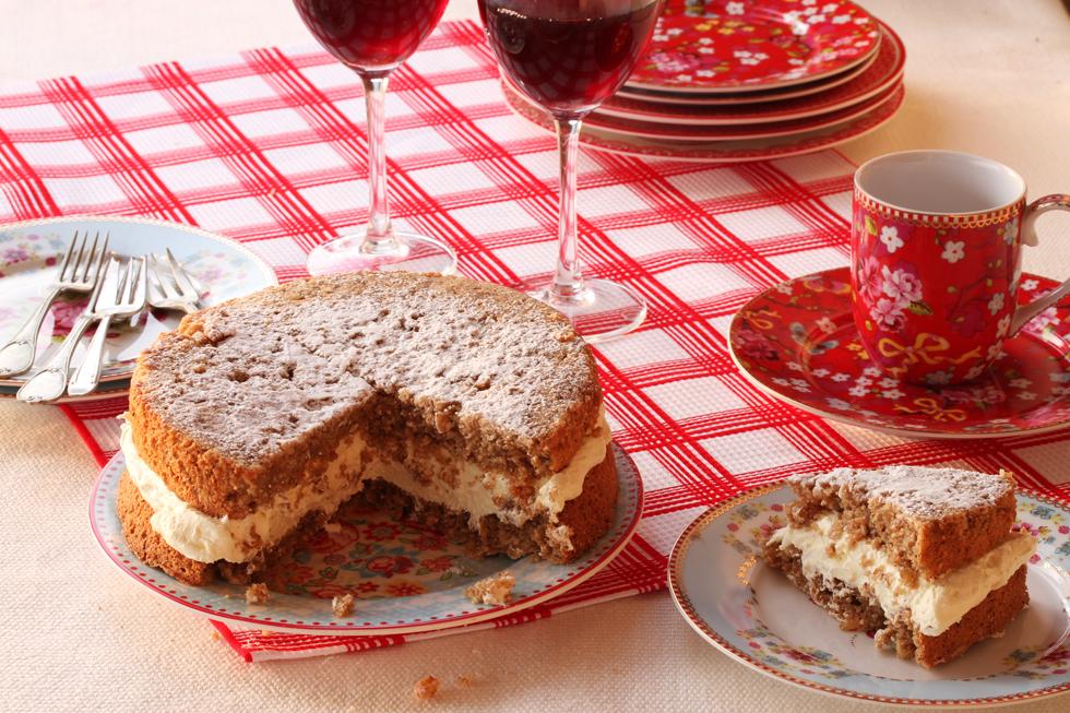 עוגת שכבות לפסח (צילום: אסנת לסטר)