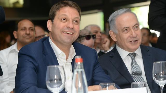 נתניהו וביבס באירוע של מרכז השלטון המקומי, היום (צילום: חורחה נובימינסקי)