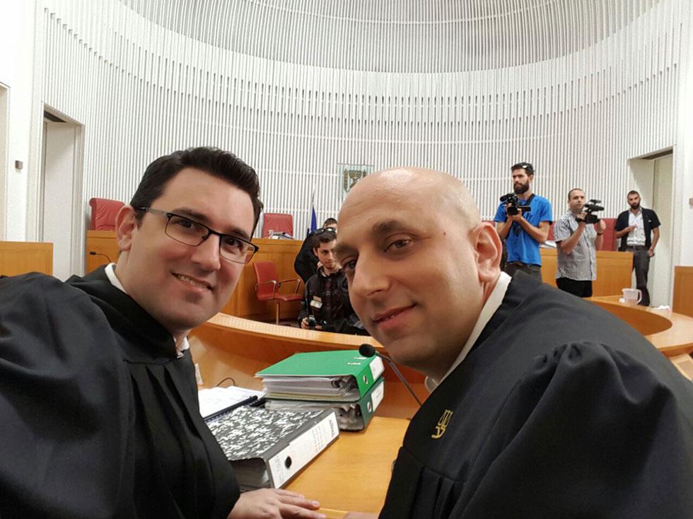 """איתי בן חורין ועו""""ד איתן גינזבורג, שעתרו מטעם """"הפורום לשוויון בנטל"""", היום בבית המשפט העליון ()"""