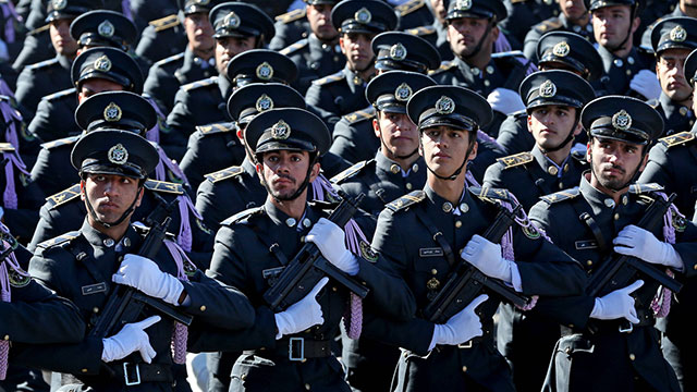 Iranian Revolutionary Guards (Photo: AP)