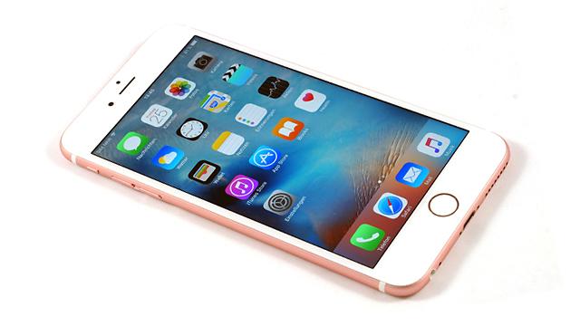 בקרוב? אייפון עם מסך OLED (צילום: Apple) (צילום: Apple)