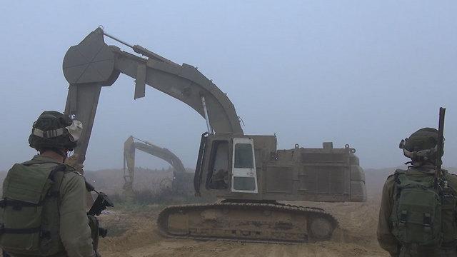 """העבודות לחשיפת מנהרות בגבול הרצועה (צילום: דובר צה""""ל) (צילום: דובר צה"""