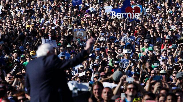 סחף המוני צעירים לעצרות הבחירות שלו. ברני סנדרס (צילום: EPA)
