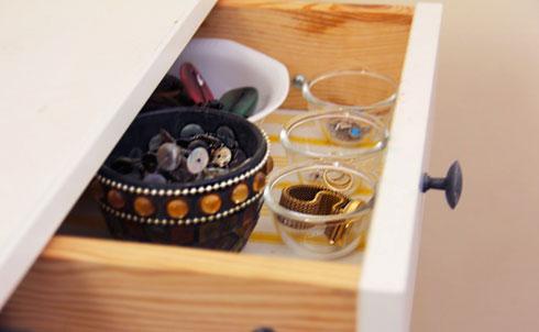"""סדר מהיר גם בערימת התכשיטים (צילום: אורטל זיו ל""""מסודרלה"""")"""