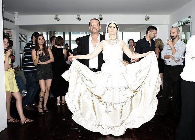 שמלת החתונה הדרמטית שעיצב אלבר אלבז לאלקבץ בשנת 2010 (צילום: דוד עדיקא)