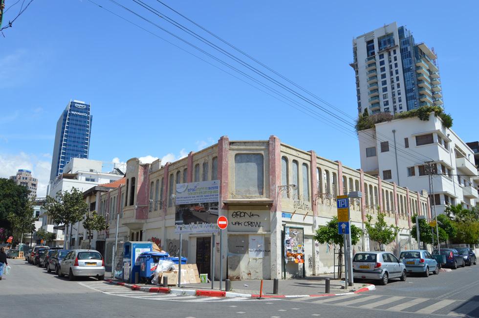 פתח את שעריו כקולנוע קיץ וחורף ב-1914, ננטש ב-1975, הופך בימים אלה למלון פאר: קולנוע ''עדן'' הוא אחד מסמליה של העיר העברית הראשונה (צילום: הילה שמר)