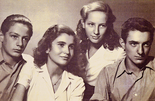 רלי (שלישית מימין) עם בני הדודים במלחמת העולם השנייה, בבלגרד