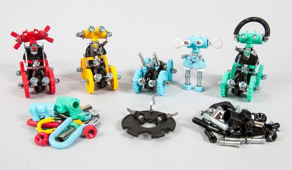 באבאביט, אינפוביט, ארטביט וקיירביט – רביעיית דמויות רובוטיות להרכבה עצמית (וכלי רכב תואם) (צילום: רוני קאופמן)