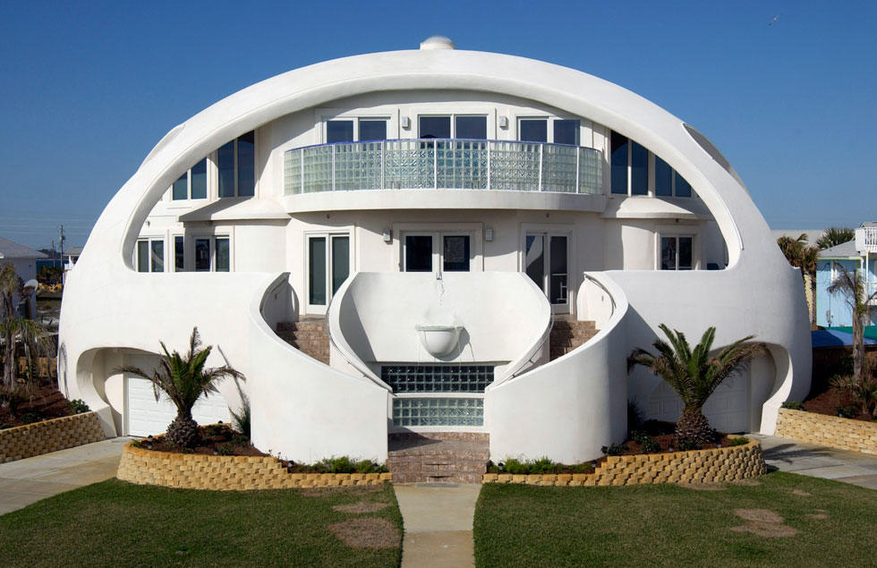 בית כיפה בחוף פנסקולה, פלורידה. אלה בתים עמידים במיוחד, תכונה שהופכת אותם לרלוונטיים לאזורים מועדים לאסונות טבע (צילום: באדיבות monolithic.org)