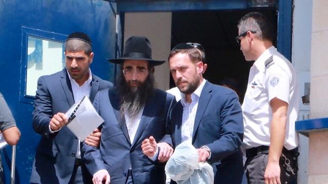 הרב פינטו יוצא לחופשה בפסח האחרון (צילום: דנה קופל)