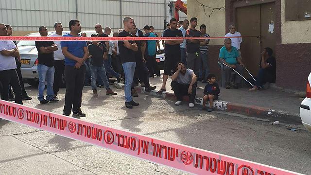 זירת רצח באום אל פחם בשבוע שעבר. תמונה אופיינית במגזר הערבי ()