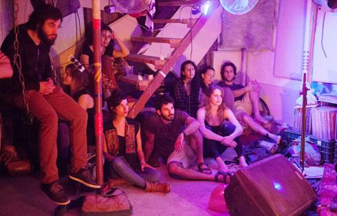 """קהל במחסן 7. """"יש מצב שלא כל אחד ירגיש בבית"""" (צילום: איציק פלטיאל)"""