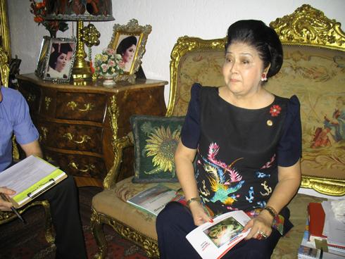 ארמון הזהב של אימלדה מרקוס: שי ילין בראיון מיוחד ל-Xnet. לחצו על התצלום (צילום: שי ילין)