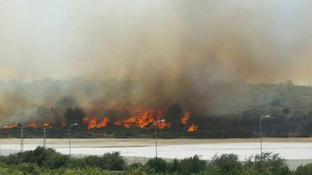 Fires rage near Shlomi (Photo: Fire Department)