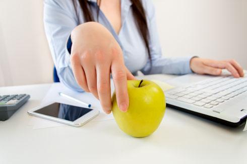 כשתמיד יש חטיף בריא בהישג יד, לא תתפתו לאכול שטויות (צילום: Shutterstock)