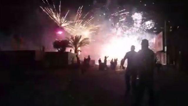 לילה של עימותים וזיקוקים בכפר מנדא ()