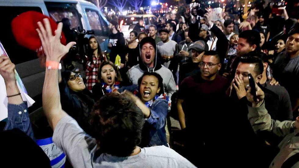 המחאה בקוסטה מסה (צילום: AP) (צילום: AP)