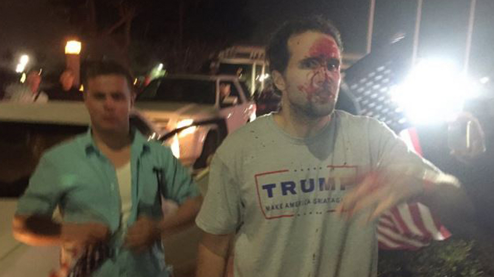 תומך טראמפ הוכה במהלך ההפגנה ()