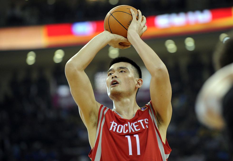 הכדורסלן הסיני יאו מינג (צילום: AFP) (צילום: AFP)