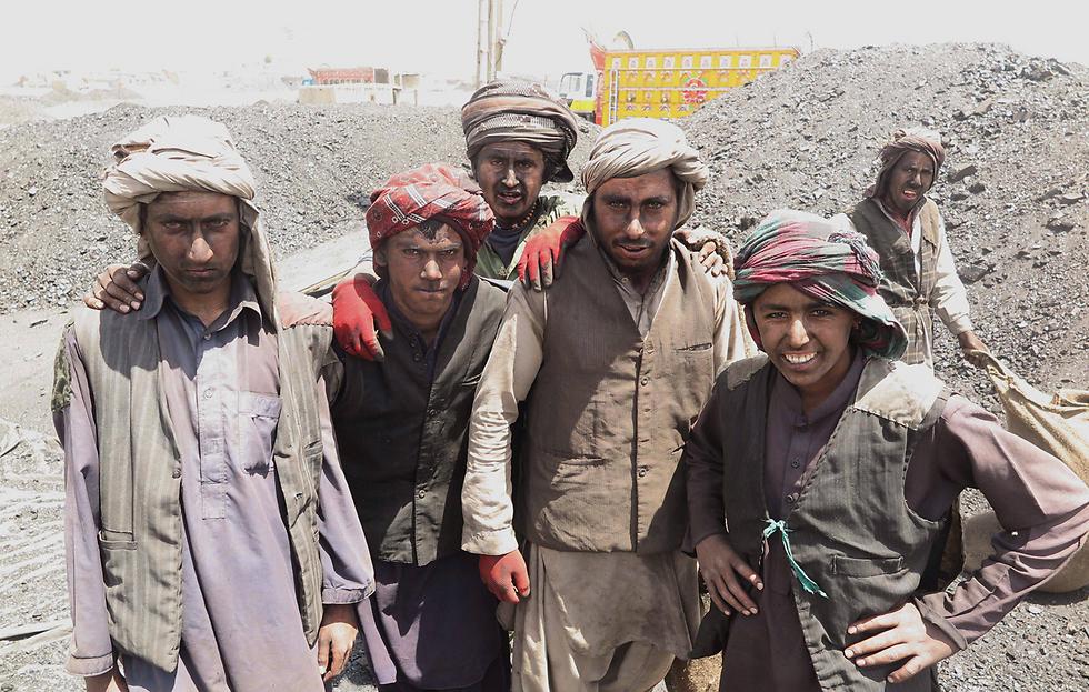 עובדים במכרה פחם בקטה, פקיסטן (צילום: EPA) (צילום: EPA)