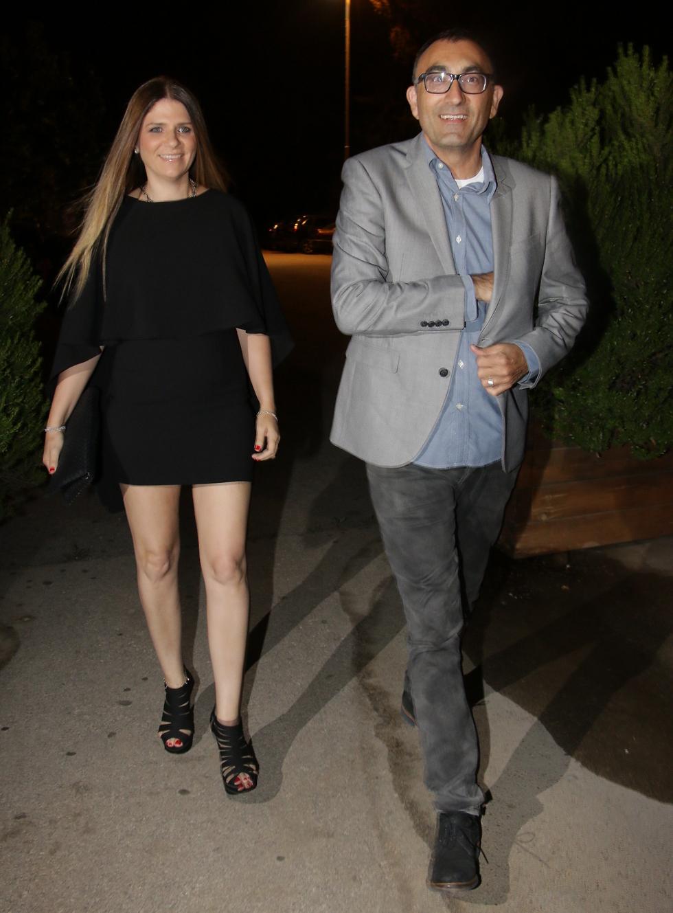 הנה אני מוציא את הצ'ק. ישראל קטורזה ואשתו סורלה (צילום: אמיר מאירי)