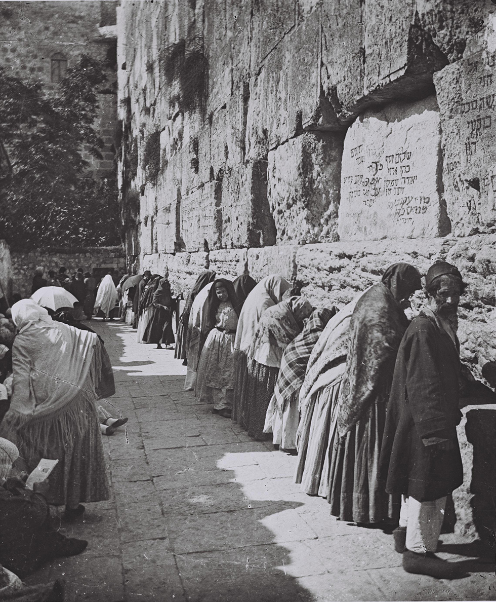 Men and Women pray together at the Western Wall, 1910 (Photo: Government Press Office)