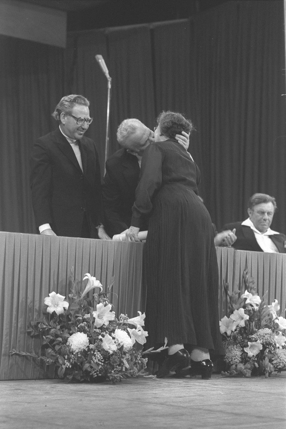Israeli President Efraim Katzir kisses Golda Meir during an Israel Prize ceremony on Israel Independence day, 1975 ((Photo: Government Press Office)