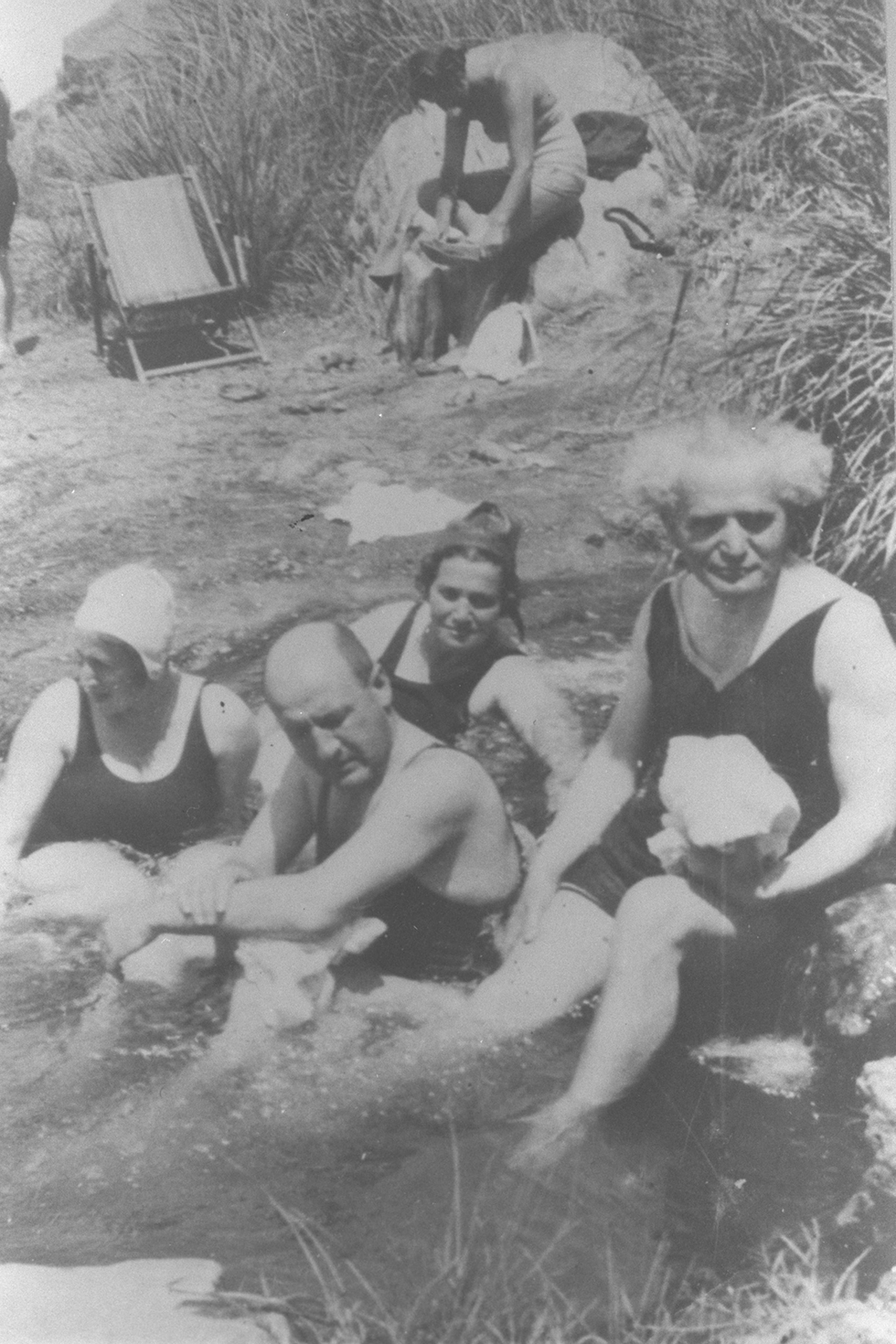 David Ben-Gurion and Eliezer Kaplan at Ein Feshkha, 1940 (Photo: Government Press Office)